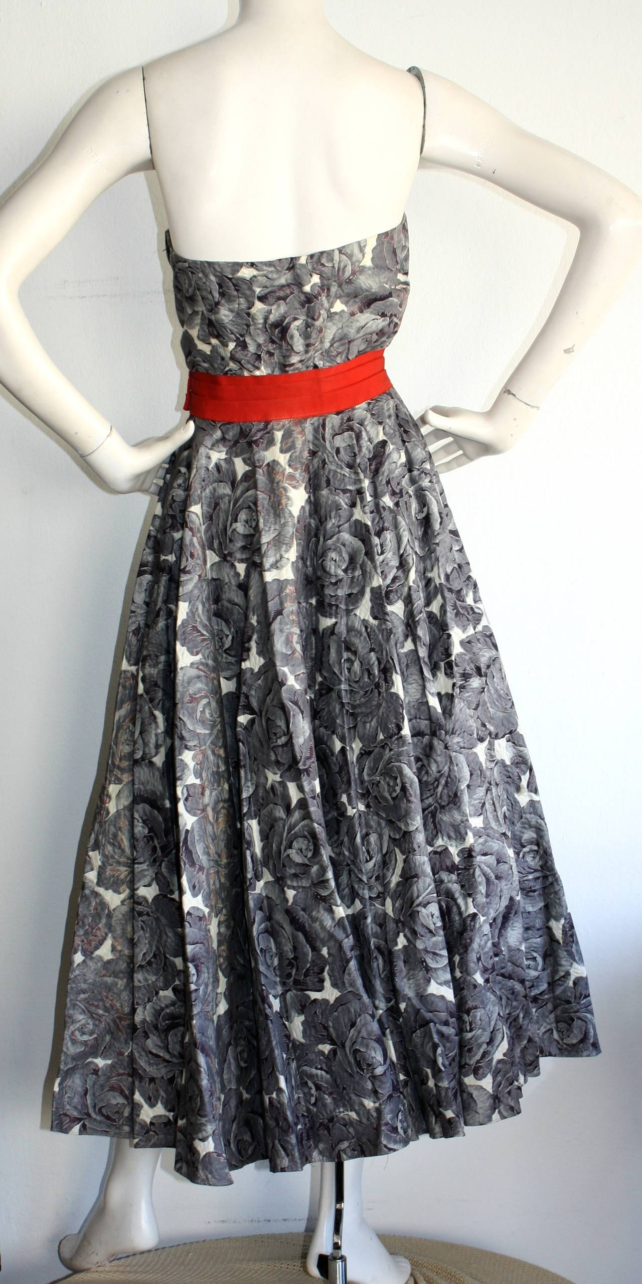 Stunning 1950s Vintage Fred Perlberg Beaded Rose Dress & Shawl For Sale 2