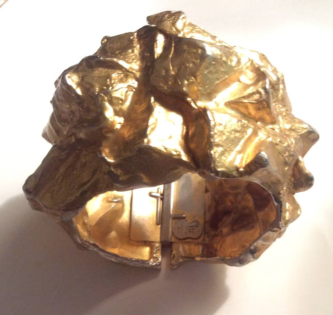 Rare Vintage Mary McFadden Runway Hammered Gold Jumbo Cuff Bracelet Signed In Excellent Condition For Sale In San Francisco, CA