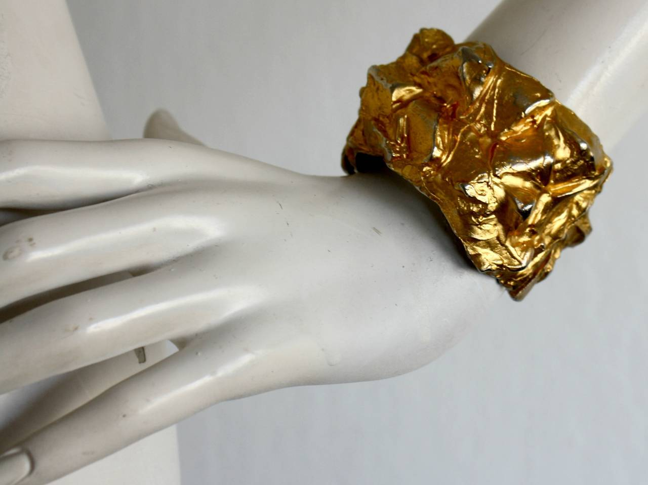 Incredible vintage Mary McFadden gold distressed hammered cuff! Exceptional runway piece, that is signed. Amazing statement piece! Hinged closure. In great condition.