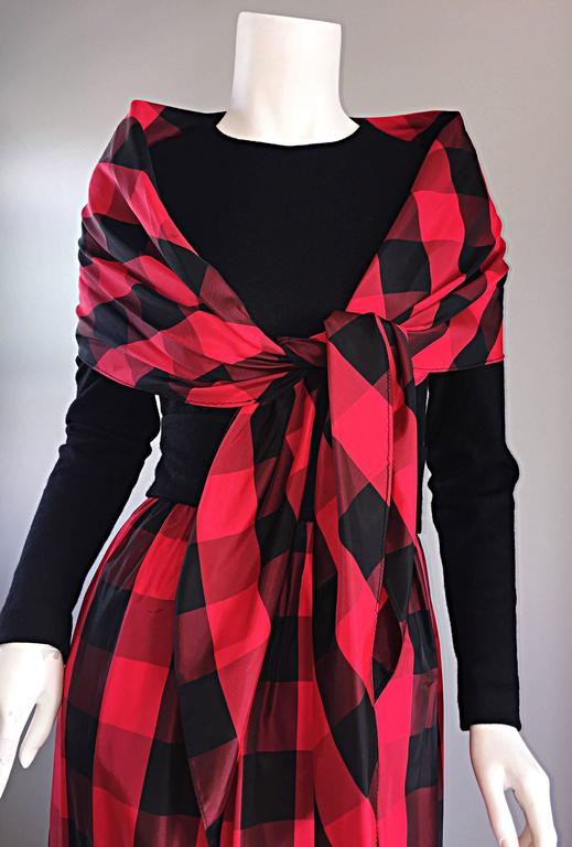 Chic Vintage Anne Fogarty 1970s Black and Red Checkered Dress and Shawl Set 70s For Sale 2