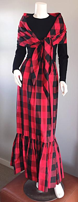 Such a chic vintage early 1970s ANNE FOGARTY black and red checkered dress, with matching shawl! Skirt features oversized gingham print on a silk taffeta, with a pleated flared hem. Sleek long black sleeves. Wonderful fit, that flatters the curves.