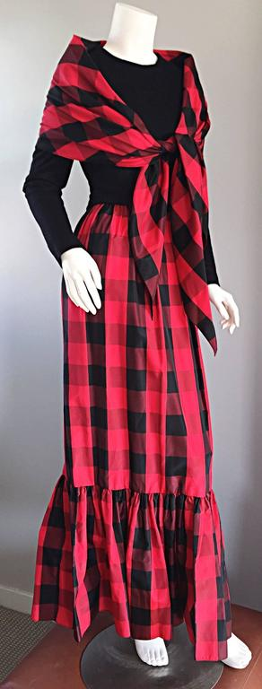 Chic Vintage Anne Fogarty 1970s Black and Red Checkered Dress and Shawl Set 70s For Sale 4