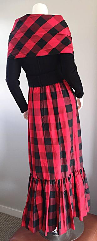 Chic Vintage Anne Fogarty 1970s Black and Red Checkered Dress and Shawl Set 70s For Sale 3