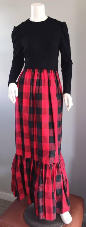 Women's Chic Vintage Anne Fogarty 1970s Black and Red Checkered Dress and Shawl Set 70s For Sale