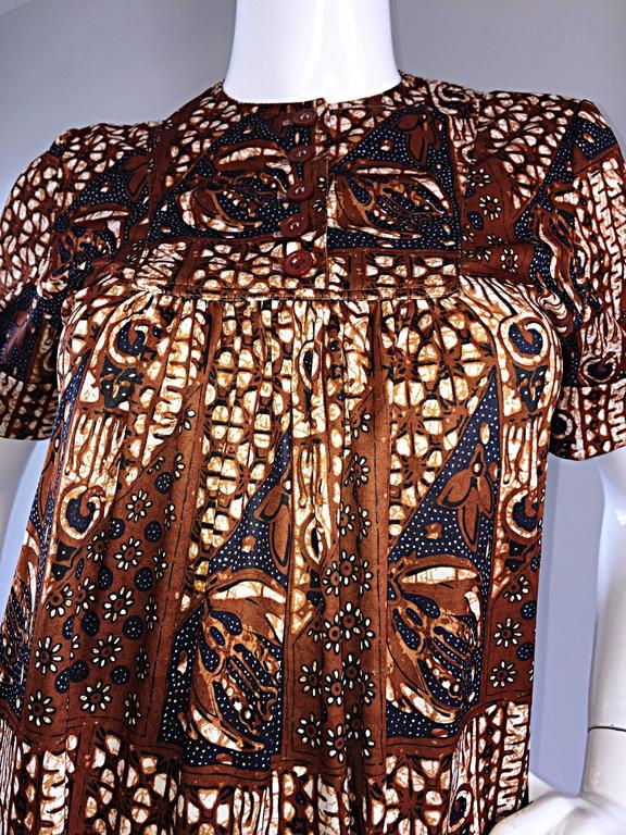 1960s Joseph Magnin Vintage Tribal Print Ethnic A - Line Trapeze Babydoll Dress In Excellent Condition For Sale In Chicago, IL