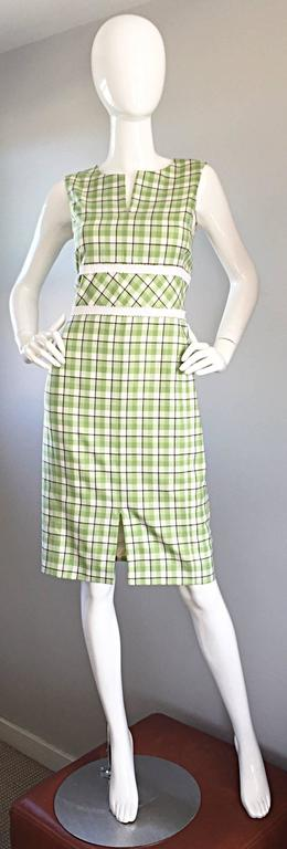 Beautiful OSCAR DE LA RENTA, for SAKS FIFTH AVE. green and white plaid dress from the SS 2001 Runway collection! Awesome fit that flatters many shapes. Pastel green and white gingham throughout, with white cotton trim at waist. Scoop neck, with a V