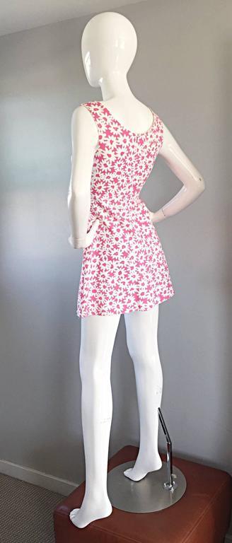 Women's Adorable 1990s Jill Stuart Pink + White Daisy Print A - Line 90s Babydoll Dress  For Sale