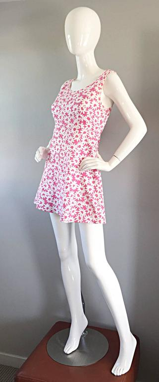 Adorable 1990s Jill Stuart Pink + White Daisy Print A - Line 90s Babydoll Dress  In Excellent Condition For Sale In San Francisco, CA