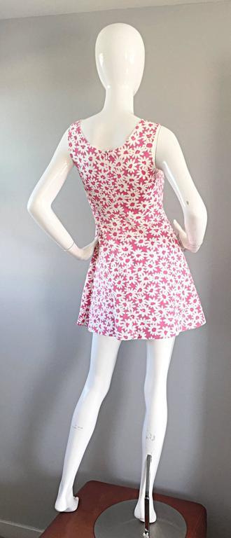 Adorable 1990s Jill Stuart Pink + White Daisy Print A - Line 90s Babydoll Dress  For Sale 2