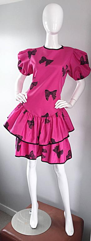 Rare 80s Betsey Johnson Punk Label Hot Pink + Black Bow Print Novelty Dress In Excellent Condition For Sale In San Francisco, CA