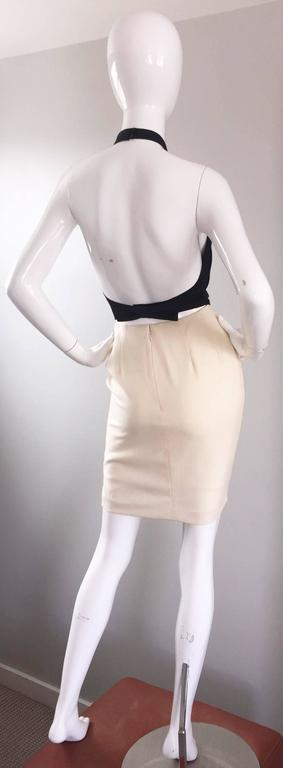 Vintage Bill Blass Black + Ivory Size 2 Sexy Open Back Halter Cocktail Dress In Excellent Condition For Sale In Chicago, IL