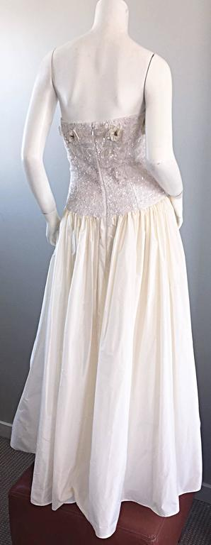 Women's Beautiful Vintage Richilene White Silk Taffeta Sequin Beaded Evening Gown Dress For Sale