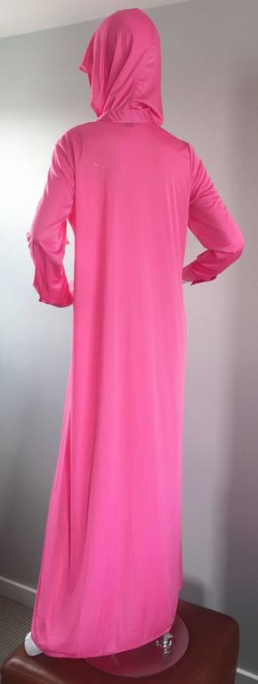 Women's Geoffrey Beene Vintage Pink Hooded Caftan Long Sleeve Maxi Dress For Sale