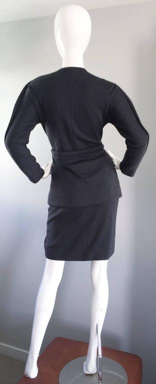 Geoffrey Beene Vintage Charcoal Gray 1990s Avant Garde Skirt Suit Ensemble Sz 6 For Sale 1