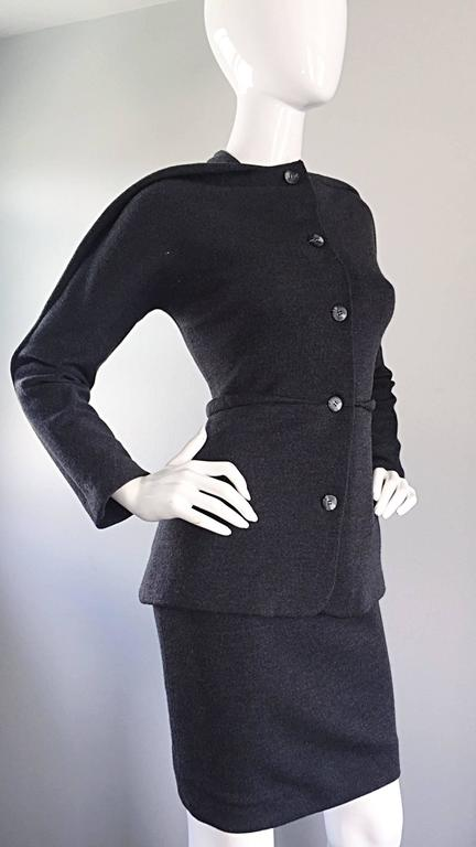 Geoffrey Beene Vintage Charcoal Gray 1990s Avant Garde Skirt Suit Ensemble Sz 6 In Excellent Condition For Sale In Chicago, IL