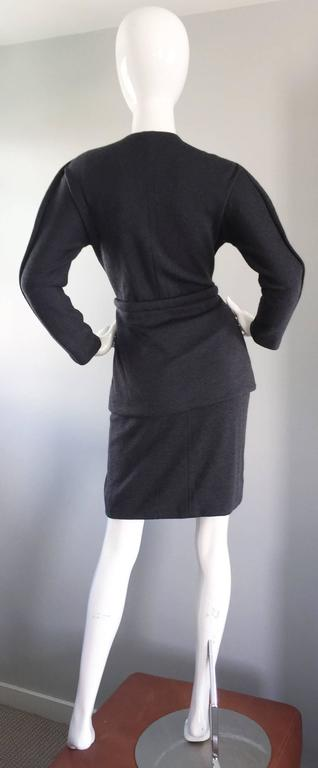 Geoffrey Beene Vintage Charcoal Gray 1990s Avant Garde Skirt Suit Ensemble Sz 6 For Sale 4