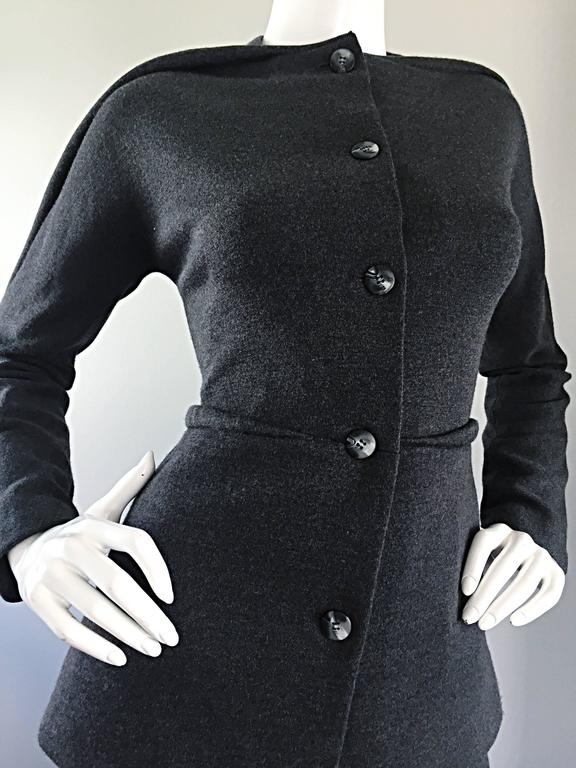 Geoffrey Beene Vintage Charcoal Gray 1990s Avant Garde Skirt Suit Ensemble Sz 6 For Sale 2