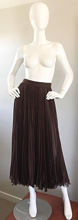 Exceptional vintage 1970s / 70s VALENTINO chocolate brown silk chiffon pleated midi skirt! Words cannot even express the beauty of this amazing skirt! Multiple layers of the softest silk chiffon that looks absolutely breathtaking with movement.