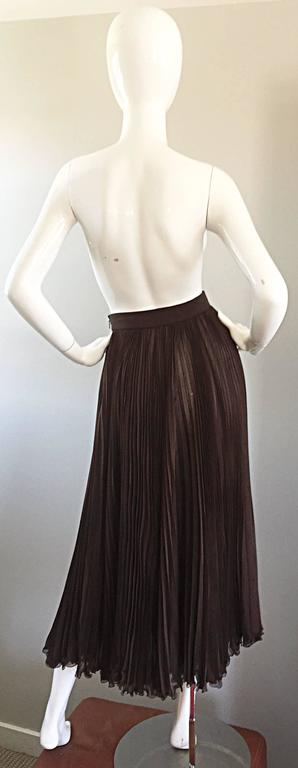 Women's Exceptional Vintage Valentino Chocolate Brown Silk Chiffon Pleated Midi Skirt For Sale