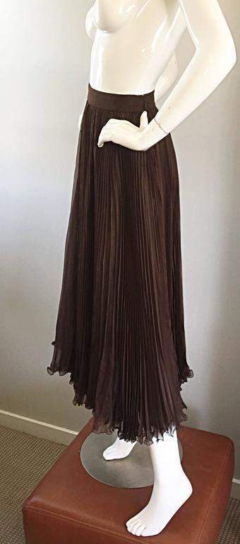 Exceptional Vintage Valentino Chocolate Brown Silk Chiffon Pleated Midi Skirt For Sale 1