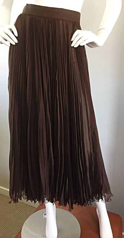 Exceptional Vintage Valentino Chocolate Brown Silk Chiffon Pleated Midi Skirt In Excellent Condition For Sale In San Francisco, CA