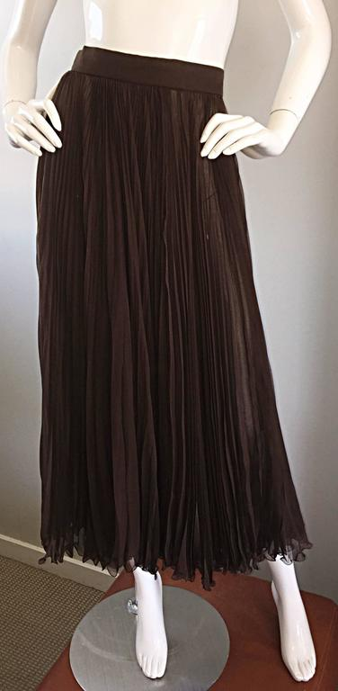 Exceptional Vintage Valentino Chocolate Brown Silk Chiffon Pleated Midi Skirt For Sale 2