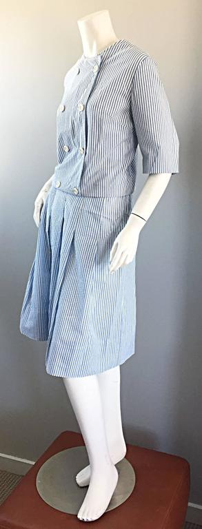 Women's 1960s Florence Walsh Vintage Seersucker Blue and White Striped Cotton 60s Suit For Sale