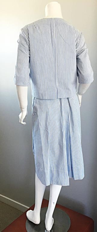 1960s Florence Walsh Vintage Seersucker Blue and White Striped Cotton 60s Suit In Excellent Condition For Sale In Chicago, IL
