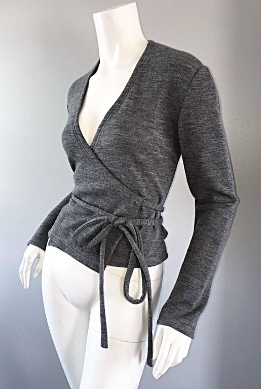 Black Geoffrey Beene Vintage Dark Heather Grey Size 6 Light Wool Wrap Cardigan Sweater For Sale