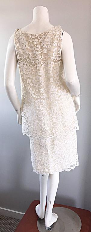 Women's Lisa Howard Vintage White Lace 1960s 60s Rhinestone Buttons Tiered Shift Dress For Sale