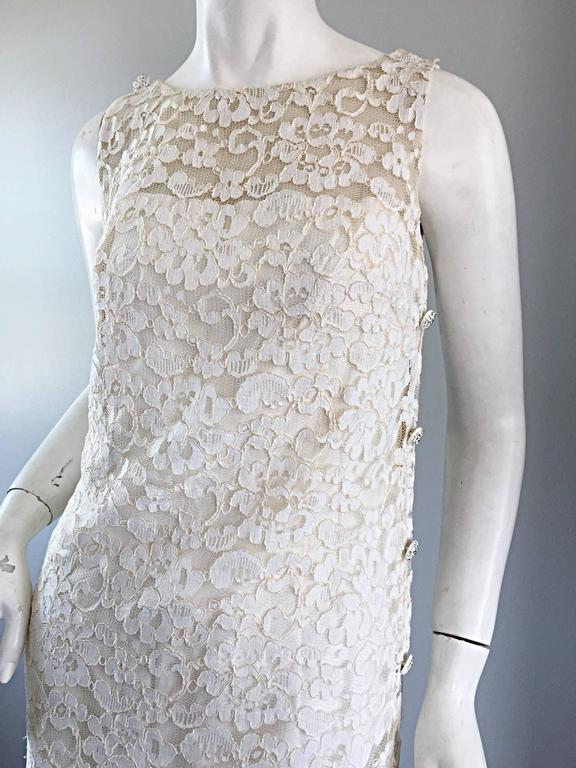 Lisa Howard Vintage White Lace 1960s 60s Rhinestone Buttons Tiered Shift Dress For Sale 3