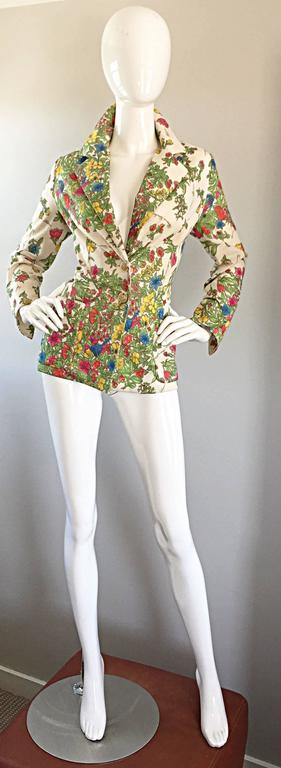 Amazing vintage LESLIE FAY 70s knit fitted tailored blazer jacket! Features an allover botanical print of vegetables and flowers, with the names of the plants printed throughout. Ivory background, with vibrant hues of green, pink, blue, yellow, red