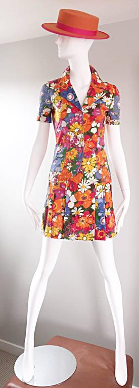 Chic vintage 60s mod vibrant colorful flower print cotton skirt and shirt suit set by French label ZIBAUT! Colorful printed flowers in pink, orange, blue, yellow, white and green (I love the daisies printed throughout). High waisted pleated mini