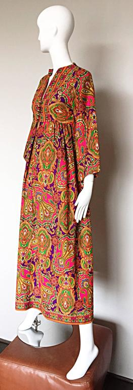Vintage Joseph Magnin 1970s Psychedelic Paisley 70s Colorful Caftan Maxi Dress In Excellent Condition For Sale In San Francisco, CA