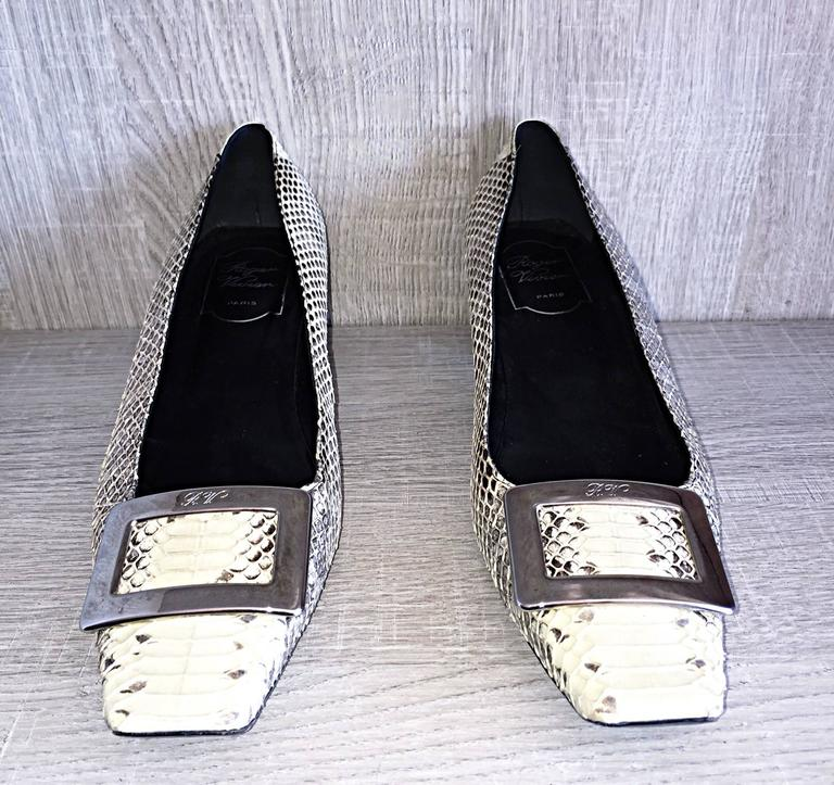 Roger Vivier Limited Edition Python Snakeskin Size 40 / 10 ' Belle ' Low Pumps In Excellent Condition For Sale In San Francisco, CA