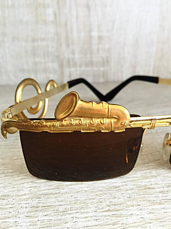 Rare Vintage Mercura Novelty ' Pianos + Horns + Music Notes ' Unisex Sunglasses In Excellent Condition For Sale In San Francisco, CA