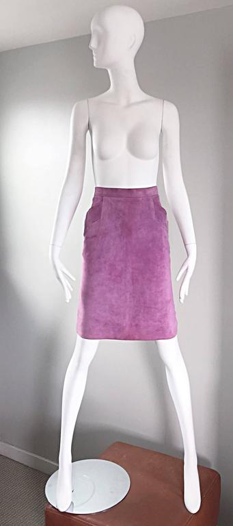 Incredible vintage YVES SAINT LAURENT 'RIVE GAUCHE' light purple calf 1970s / 70s leather/suede high waisted pencil skirt! Flattering Bodycon fit, with two pockets at each side of the waist. Hidden metal zipper up the side, with button closure.
