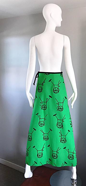Women's 1970s VESTED GENTRESS Kelly Green Novelty ' Wheelbarrow ' Vintage Maxi Skirt  For Sale