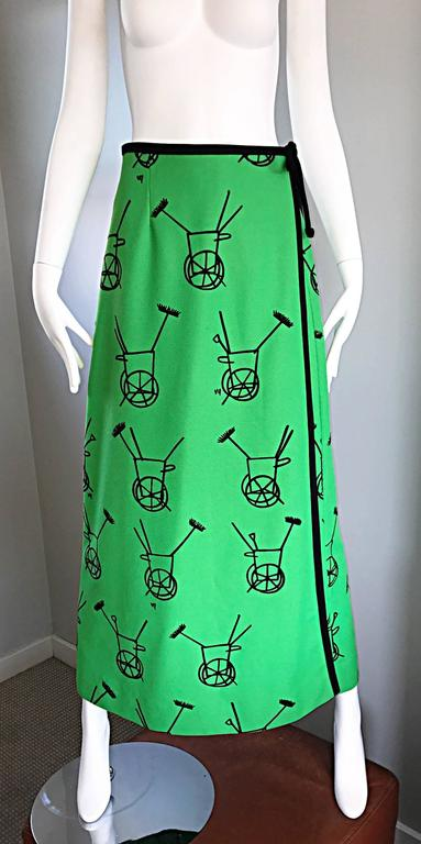 1970s VESTED GENTRESS Kelly Green Novelty ' Wheelbarrow ' Vintage Maxi Skirt  For Sale 2