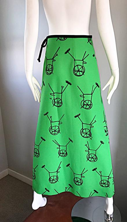 1970s VESTED GENTRESS Kelly Green Novelty ' Wheelbarrow ' Vintage Maxi Skirt  For Sale 3