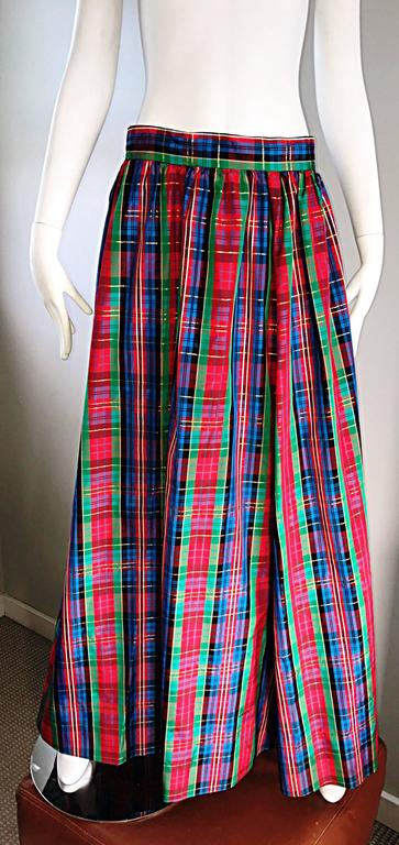 Women's Chic 1960s Tartan Plaid Vintage 60s Taffeta Red + Green + Blue Long Full Skirt For Sale