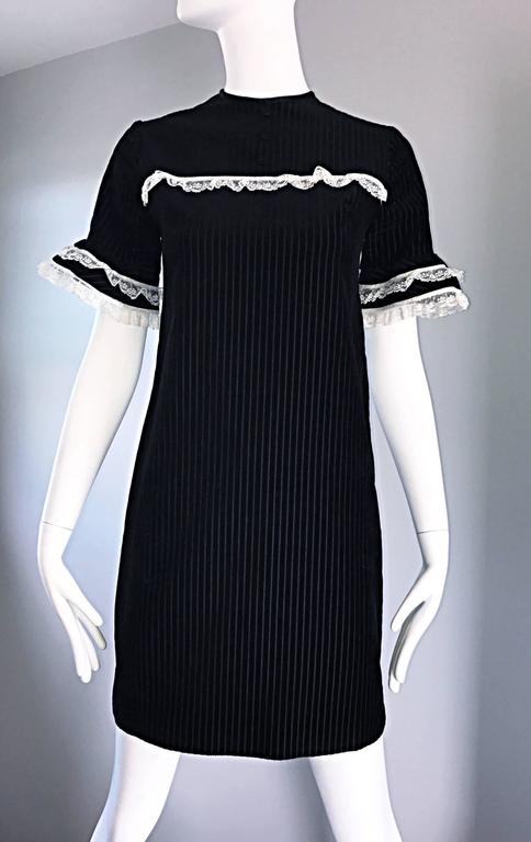 1960s Black and White Chic Velvet and Lace Vintage A - Line Shift 60s Dress 5