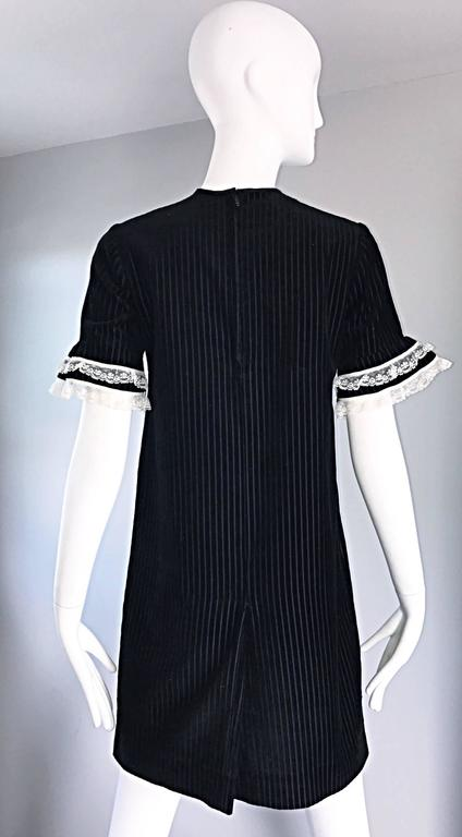 1960s Black and White Chic Velvet and Lace Vintage A - Line Shift 60s Dress 7