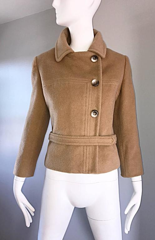 Chic 1960s Saks 5th Avenue Camel 60s Vintage Virgin Mod Wool Cropped Jacket  For Sale 4