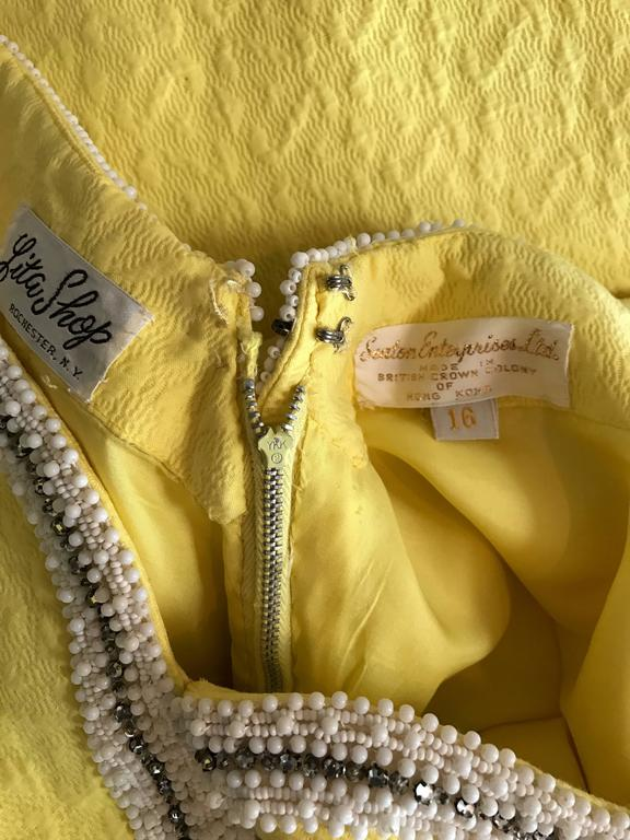 Chic 1960s Seaton Enterprises Ltd. Vintage Large Size Yellow 60s A Line Dress For Sale 6