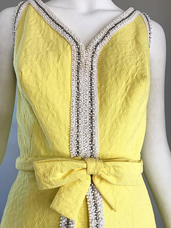 Chic 1960s Seaton Enterprises Ltd. Vintage Large Size Yellow 60s A Line Dress In Excellent Condition For Sale In Chicago, IL