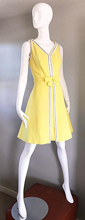Women's Chic 1960s Seaton Enterprises Ltd. Vintage Large Size Yellow 60s A Line Dress For Sale