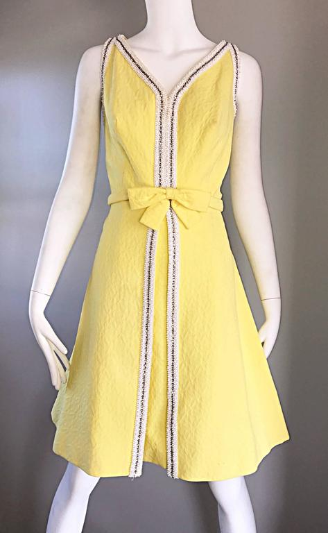 Chic 1960s Seaton Enterprises Ltd. Vintage Large Size Yellow 60s A Line Dress For Sale 3