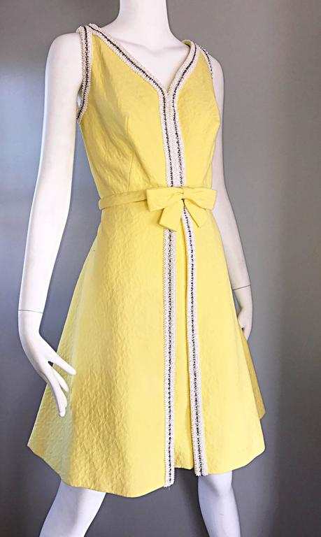 Chic 1960s Seaton Enterprises Ltd. Vintage Large Size Yellow 60s A Line Dress For Sale 4