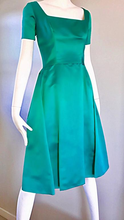 Beautiful 1950s Michael Novarese Kelly Green Silk Satin Fit n' Flare 50s Dress  7